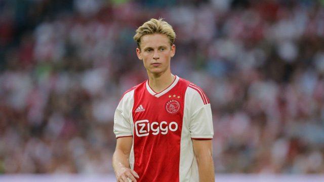 De Jong đang được Man City để ý.