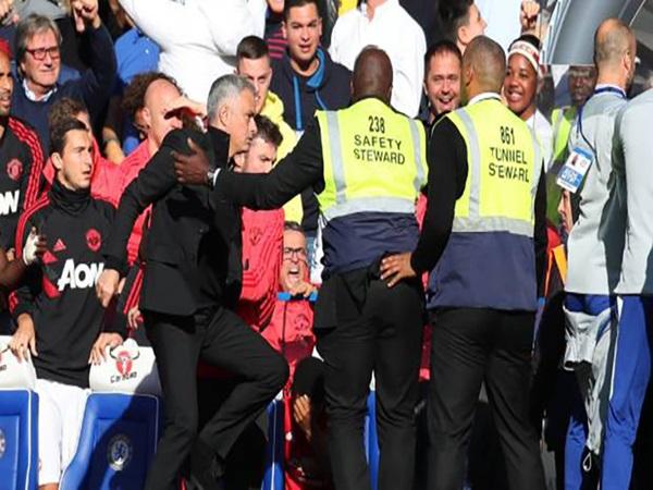 Tin bóng đá 21-10: Mourinho bị chê bai