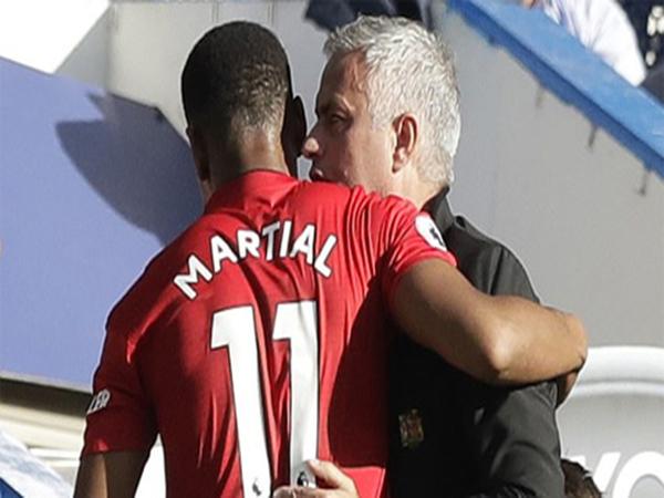 Tin bóng đá tối 25/10: Martial