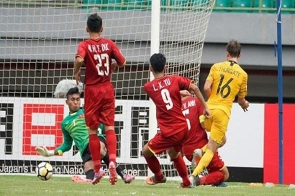 U19 Việt Nam chơi lép vế trước đối thủ vượt trội về đẳng cấp.