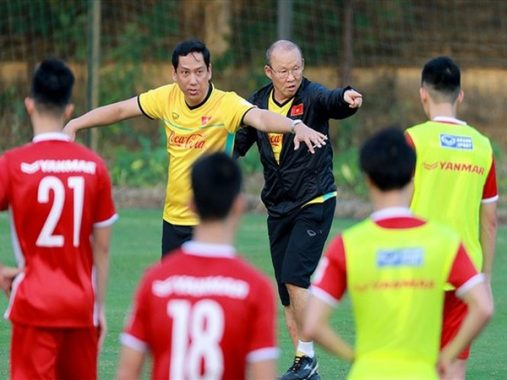 Tin bóng đá Việt Nam 01/11: Thầy Park nổi giận với học trò