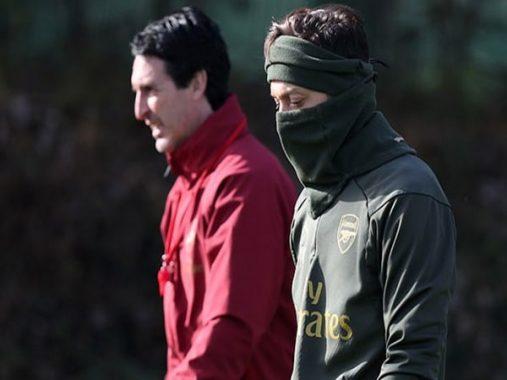Ozil trở lại, Arsenal chiến thắng 3 sao nhẹ nhàng