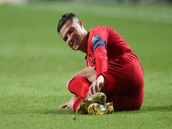 Ronaldo dính chấn thương