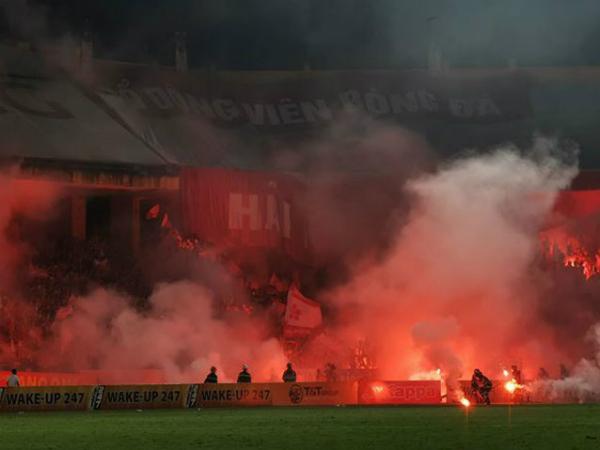 CLB Hà Nội thoát án treo sân trong trận gặp TP HCM