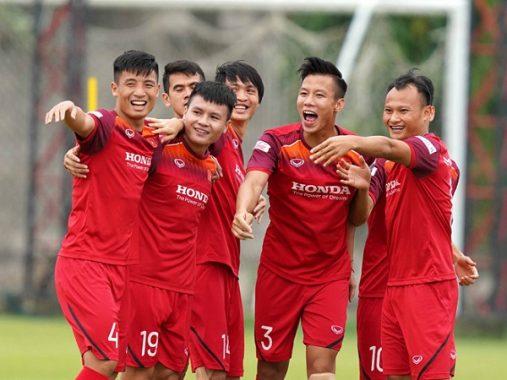 Tuyển Việt Nam 'chơi bài ngửa' đấu Thái Lan vòng loại World Cup